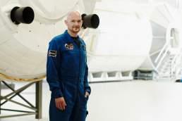 Alexander Gerst im Trainingsmodul der ISS. Portraitfotografie von Valery Kloubert, fotograf Köln