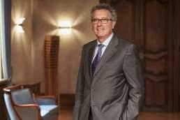 Politiker Fotograf Luxembourg. Pierre Gramegna, Finanzminister von Luxembourg fotografiert in seinem Ministerium