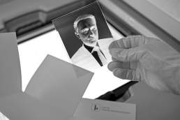 ValeryKloubert meinungsbilder. Christian Lindner, FDP. Glasplattenportrait in SW mit handgegossenem Silber Gelatine Negativ.