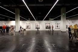 Meinungsbilder Vernissage Art.Fair. Portraits prominenter Persönlichkeiten zugunsten der DKMS von dem Fotografen Valery Kloubert aus Köln
