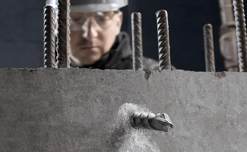 Maschienenbau People Fotograf Köln. Profi Werkzeugtechnik auf der Baustelle