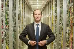 Foto Portrait eines DAX Managers in seinem Büro in Düsseldorf