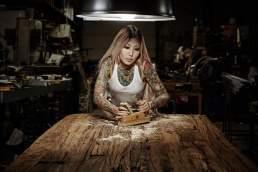 People Portrait für die Tischfabrik24 mit Tattoo Model in Köln